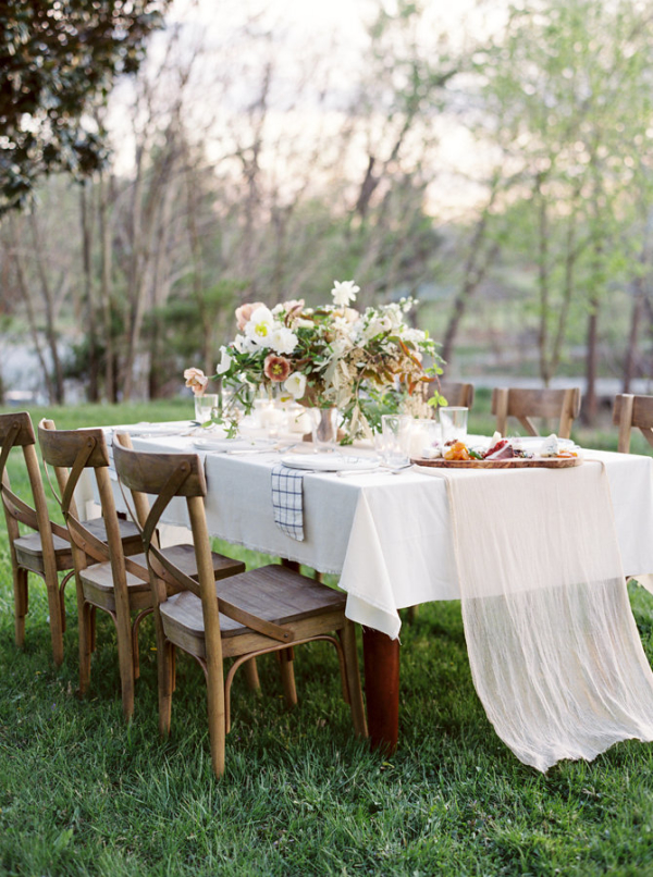 Outdoor-Farmhouse-Wedding-Table-600x806.jpg