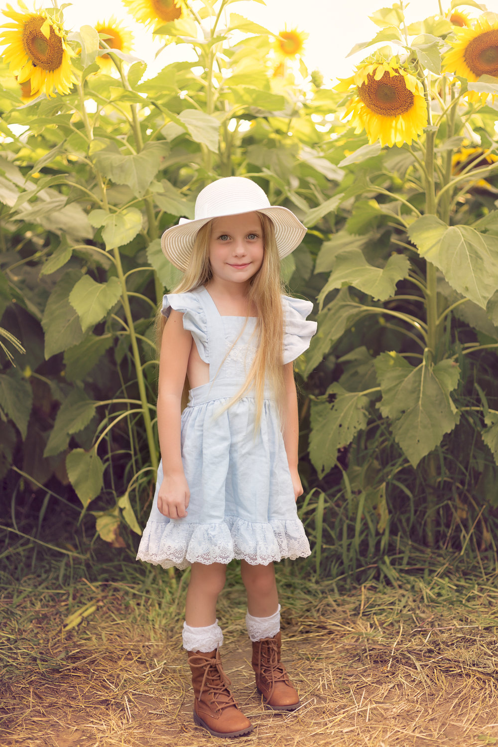 This little girls outfit was perfect for the Sunflower field!