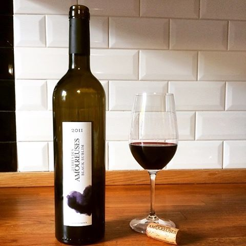 Terres des amoureuses is the perfect wine to share with someone or with yourself for Valentine's Day #terresdesamoureuses. 📷 Repost from @marie_fromfrom #yycwine #winetime #yycfoodie