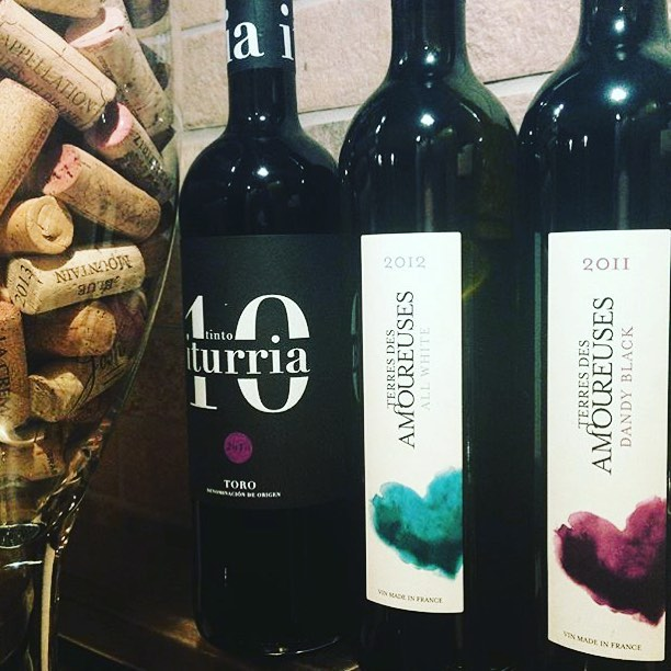 Pretending tomorrow isn't Monday #monday #winenighteverynight #indulge #iturria #terresdesamoureuses #heartandswirl 📷 repost from the lovely @apoliteglassofwine 👌🏻🍷