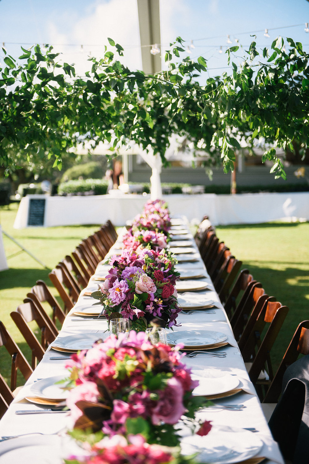 Floral: Passion Roots | Venue: Sunset Ranch Hawaii | Photography: Christie Pham Photography | Equipment: Pacific Party Rentals
