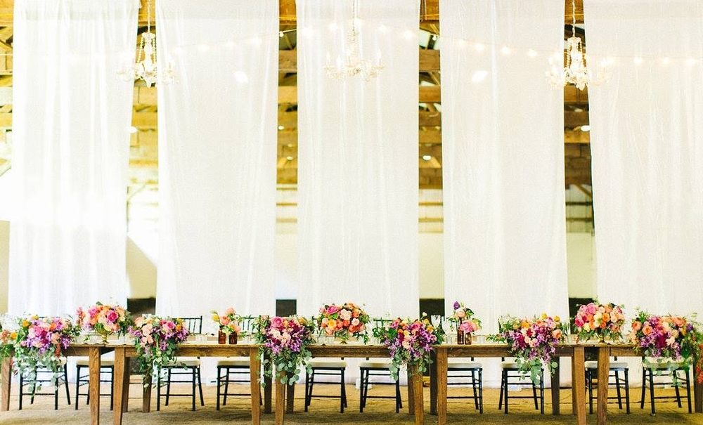 Floral and Design: Passion Roots | Venue: Sunset Ranch Hawaii | Photography: Lehua Noelle  |  Equipment: Island Event Rentals