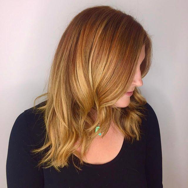 Loving this copper and blonde balayage! 🍁🌻🌞💛 Davines mask:  Root 60g 6, 20g 6,4 60g 10vol Balayage highlights bleach + 20vol Mids-ends 30g 7,34, 60g 5vol Toner 10g 8,33, 20g9,04, 60g 5vol #babylights #balayage #balayagehighlights #copperhair #copperbalayage #haircolor #davinescolor #davinescolor #copper