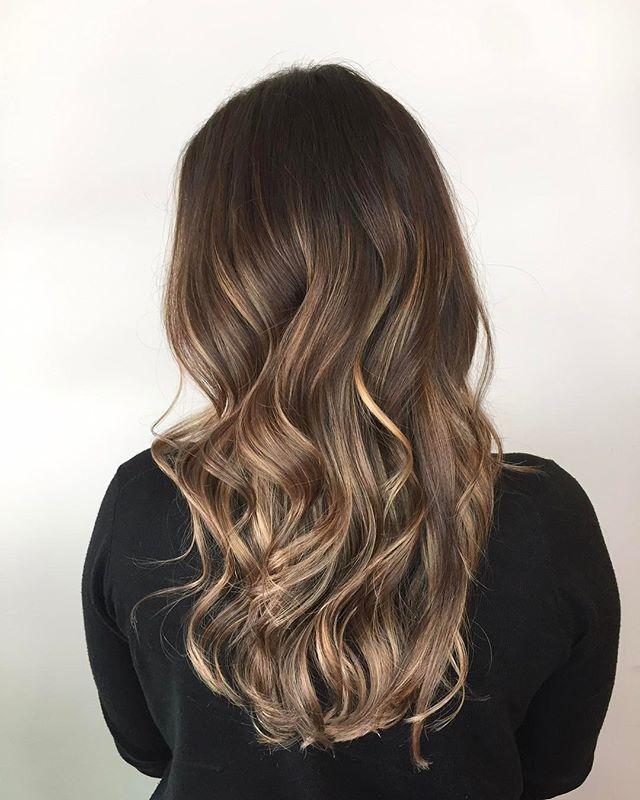 Brunette balayage-the best of both worlds☺️ . . . #balayage #balayagehighlights #balayageombre #haircolor #brunette #beachwaves #yyjhair #yyjstylist #yyjhairstylist #yyj #victoriabc #copperandashcollective #davinescolor