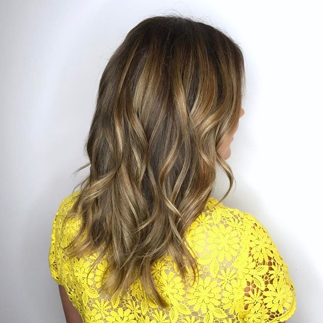 The lovely Louise and her subtle, multi tonal balayage highlights🎀 . . #davinescolor #yyjhairstylist #victoriabc #copperandashcollective #yyj #yyjhair #yyjstylist #balayage #balayageombre #balayagehighlights #haircolor #beautiful #hair #waves