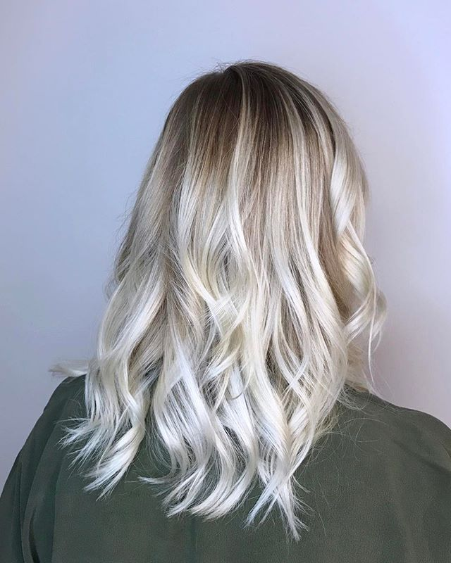 🌟shiny and bright🌟 . . . #balayage #balayageombre #balayagehighlights #haircolor #blondehair #platinumblonde #yyjhair #yyjstylist #victoriabc #blonde #copperandashcollective