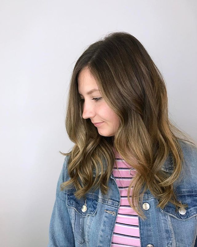 Soft, blended balayage highlights for this beauty! . . . #balayage #highlights #balayageombre #balayageandpainted #balayagehighlights #haircolor #ultrabondseal #yyjhair #yyj #yyjstylist #yyjhairstylist #copperandashcollective #victoriabc