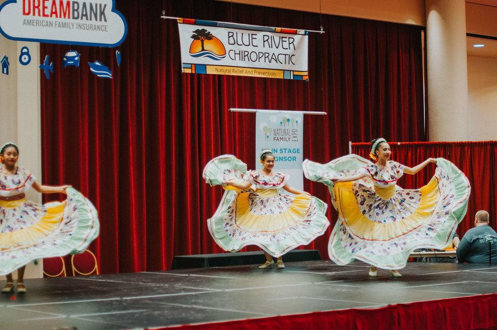 Natural Family Expo - HR45 - Ballet Folklorico Mexico de Carlos y Sonia Avila.jpg