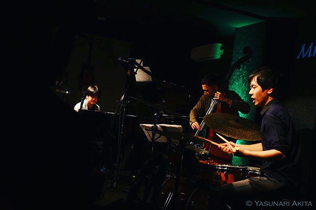 . 昨夜の名古屋 Mr,kenny's お越し下さったみなさま ありがとうございました! . 本日最終日 静岡沼津 阿見屋サロン です。 .  お待ちしております☺︎ . . . #河野祐亮ピアノトリオ #BewithusReleaseTour #yusukekonopianotrio #njrrecords #instajazz #instagood #jazz  #live #music #world #tokyo #japan #nyc #usa #brooklyn #london #wien #festival #cool #beautiful #pianotrio #河野祐亮 #座小田諒一 #木下晋之介 #京都 #名古屋 #静岡 #yasunariakita #photographer