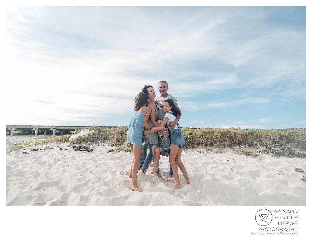 WvdM_minisessions_photos_capeagulhas_lighthouse_capeagulhaslighthouse_family_familyphotography_2017_lizethaucamp-17.jpg