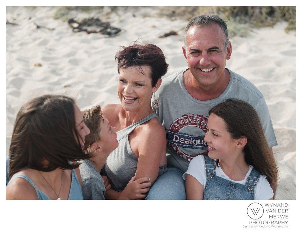 WvdM_minisessions_photos_capeagulhas_lighthouse_capeagulhaslighthouse_family_familyphotography_2017_lizethaucamp-31.jpg
