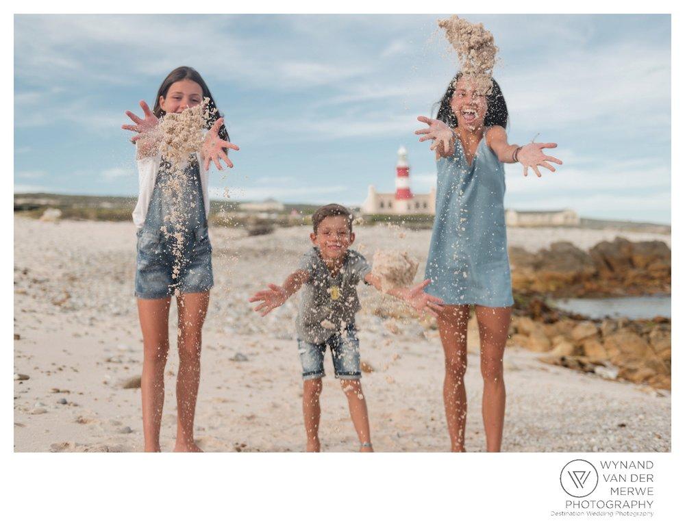 WvdM_minisessions_photos_capeagulhas_lighthouse_capeagulhaslighthouse_family_familyphotography_2017_lizethaucamp-78.jpg
