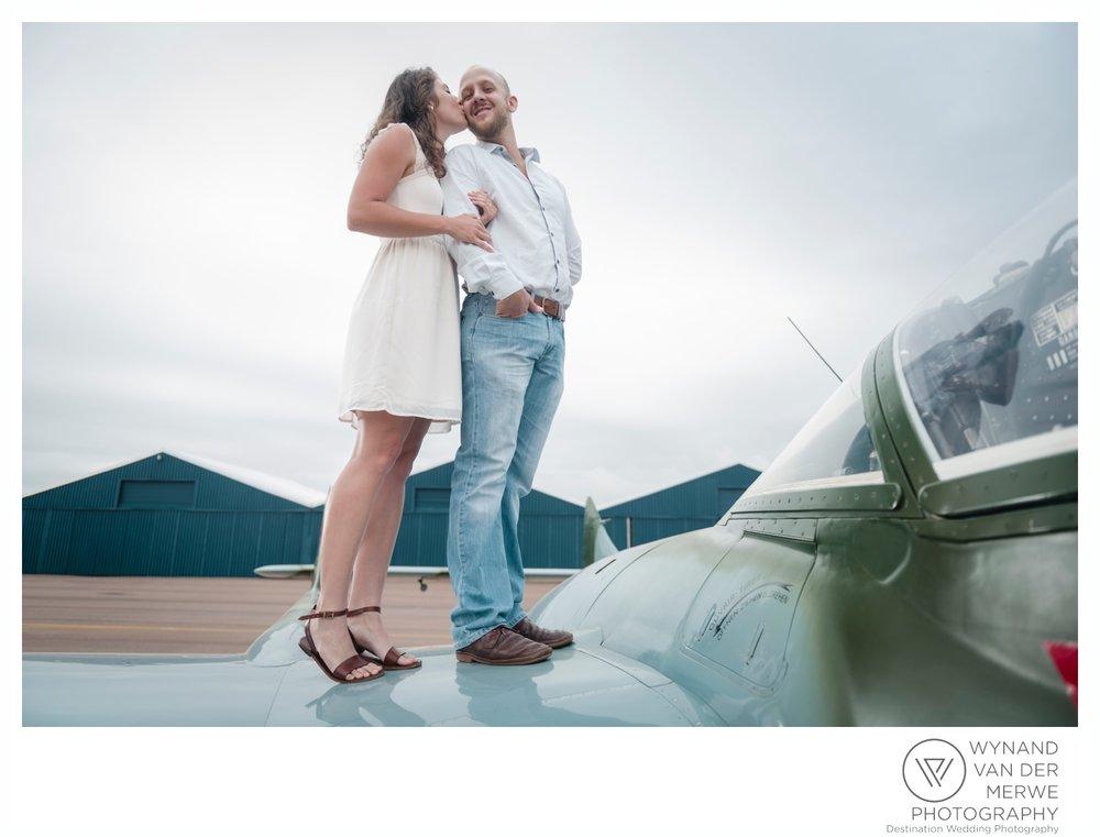 WynandvanderMerwe_weddingphotography_engagementshoot_wonderboomairport_aeroplane_klaasjanmareli_gauteng_2018-3.jpg