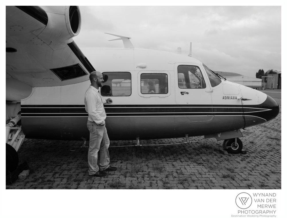 WynandvanderMerwe_weddingphotography_engagementshoot_wonderboomairport_aeroplane_klaasjanmareli_gauteng_2018-9.jpg