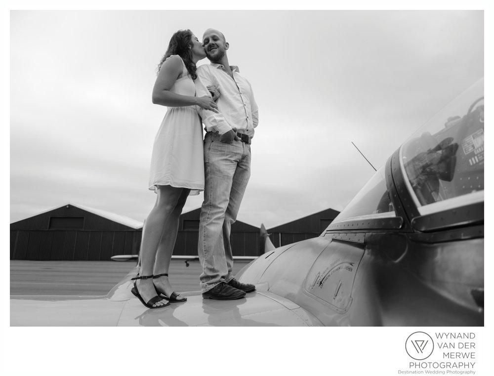 WynandvanderMerwe_weddingphotography_engagementshoot_wonderboomairport_aeroplane_klaasjanmareli_gauteng_2018-43.jpg