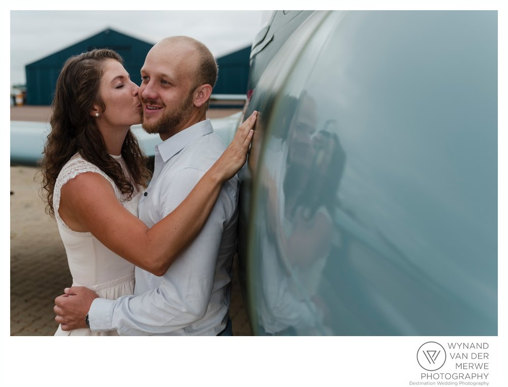 WynandvanderMerwe_weddingphotography_engagementshoot_wonderboomairport_aeroplane_klaasjanmareli_gauteng_2018-19.jpg