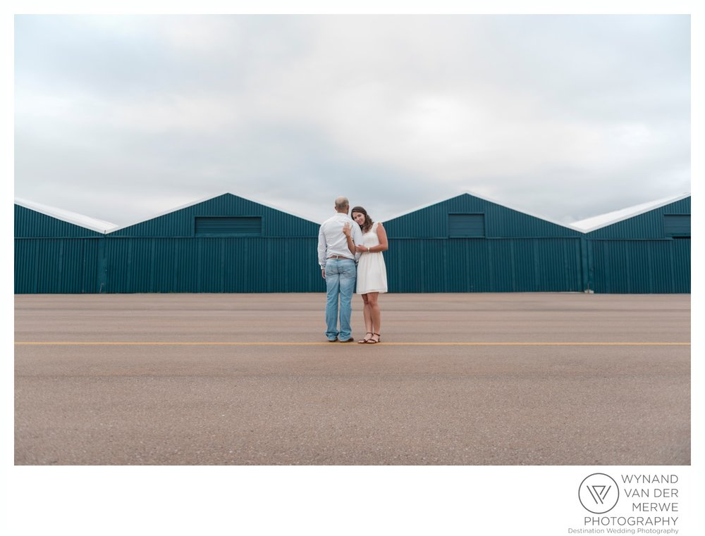 WynandvanderMerwe_weddingphotography_engagementshoot_wonderboomairport_aeroplane_klaasjanmareli_gauteng_2018-51.jpg
