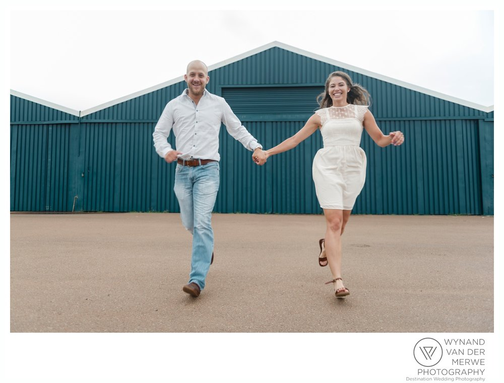 WynandvanderMerwe_weddingphotography_engagementshoot_wonderboomairport_aeroplane_klaasjanmareli_gauteng_2018-90.jpg