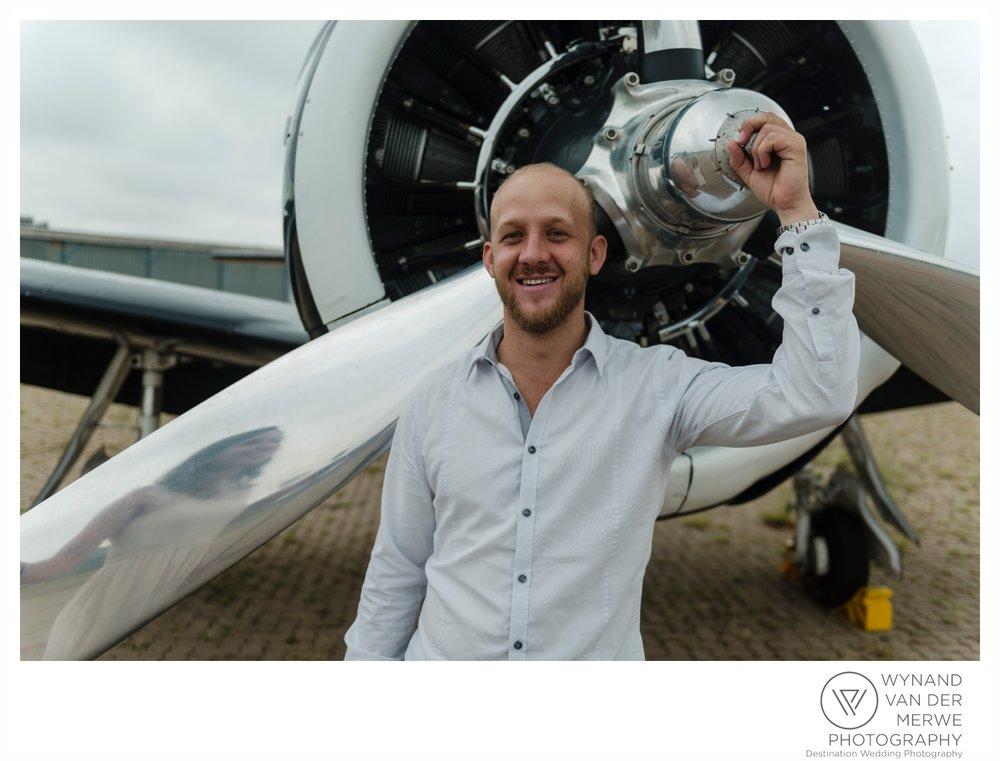 WynandvanderMerwe_weddingphotography_engagementshoot_wonderboomairport_aeroplane_klaasjanmareli_gauteng_2018-94.jpg