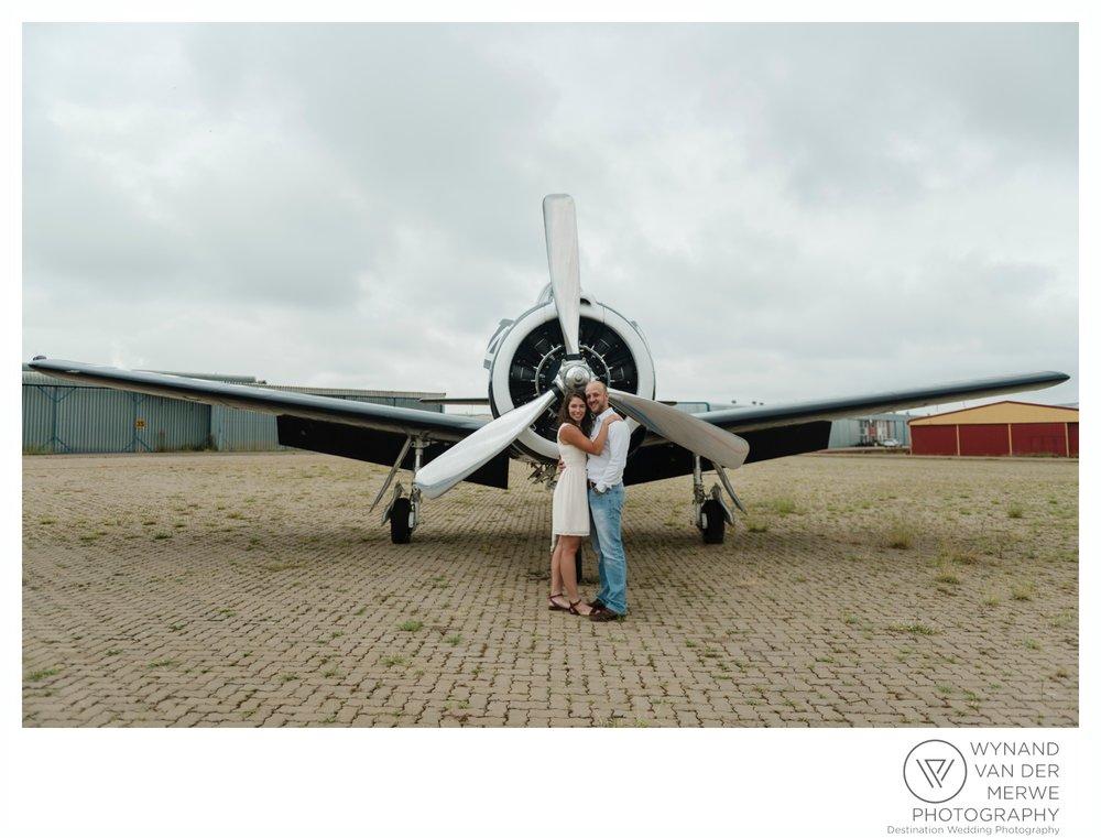 WynandvanderMerwe_weddingphotography_engagementshoot_wonderboomairport_aeroplane_klaasjanmareli_gauteng_2018-98.jpg