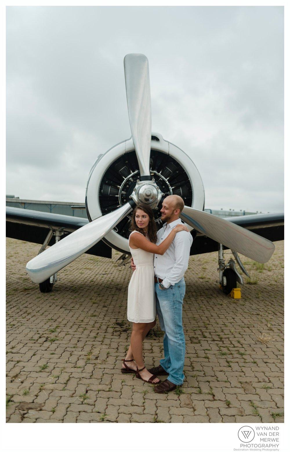 WynandvanderMerwe_weddingphotography_engagementshoot_wonderboomairport_aeroplane_klaasjanmareli_gauteng_2018-97.jpg