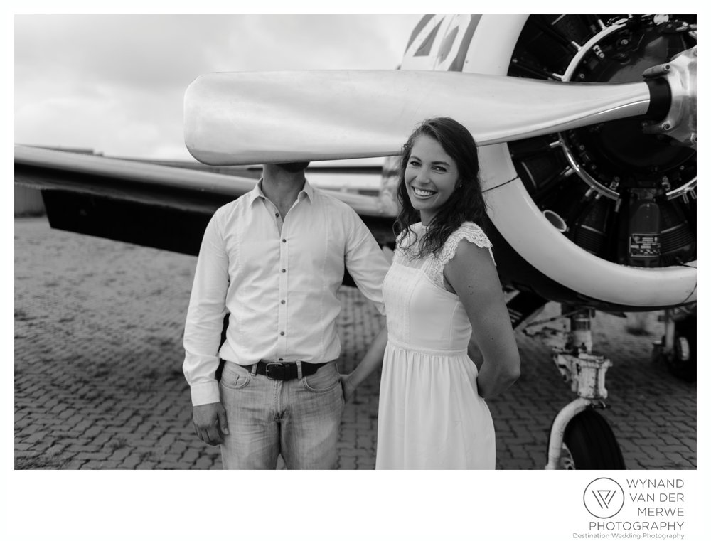 WynandvanderMerwe_weddingphotography_engagementshoot_wonderboomairport_aeroplane_klaasjanmareli_gauteng_2018-101.jpg