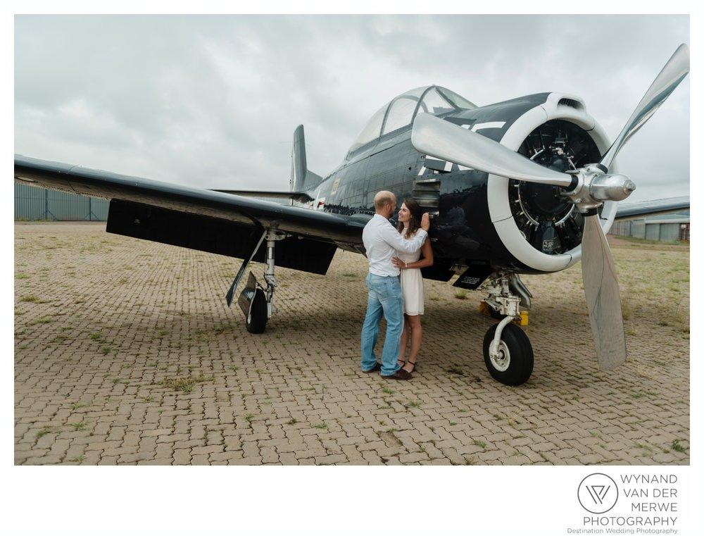 WynandvanderMerwe_weddingphotography_engagementshoot_wonderboomairport_aeroplane_klaasjanmareli_gauteng_2018-103.jpg