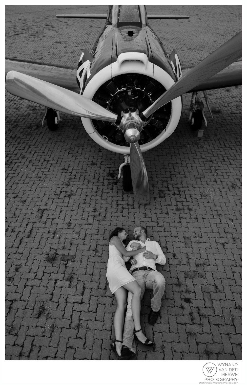 WynandvanderMerwe_weddingphotography_engagementshoot_wonderboomairport_aeroplane_klaasjanmareli_gauteng_2018-108.jpg