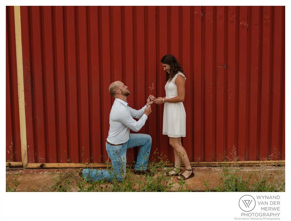 WynandvanderMerwe_weddingphotography_engagementshoot_wonderboomairport_aeroplane_klaasjanmareli_gauteng_2018-125.jpg