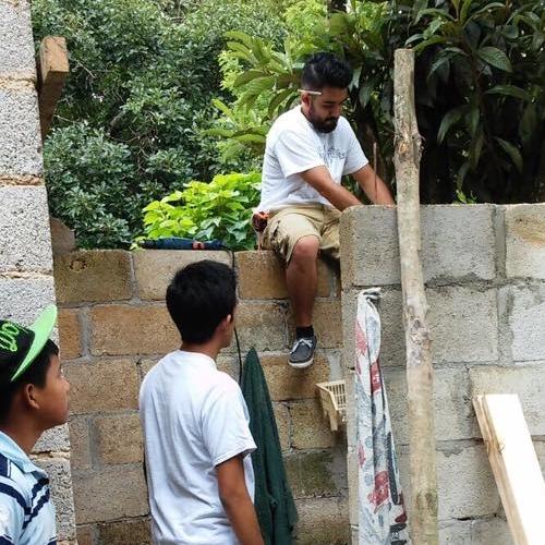 Proyectos de Mejoramiento - Cuando vemos una necesidad específica trabajamos en equipo para asistir en esa necesidad.