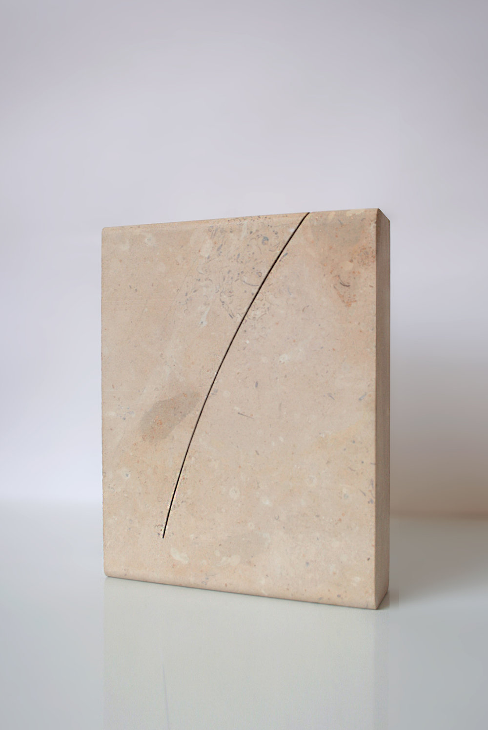 A PURE UNTROUBLED LINE II  (after Iris Murdoch) 2019 Lincolnshire limestone – silver bed 24.9 x 19.5 x 5.0 cm