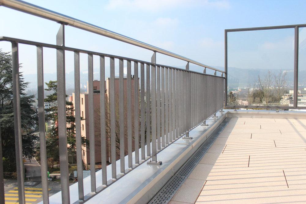 Balkon Geländer und Windfang