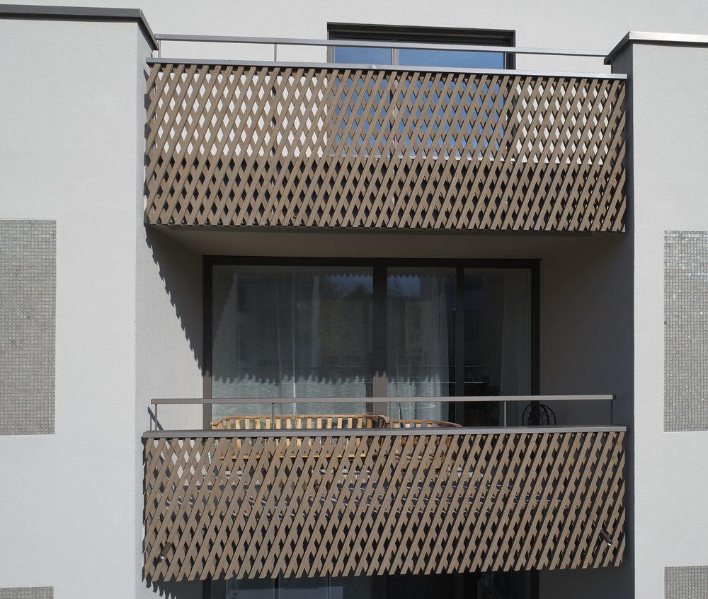 Holz-Metall-balkon-gelaender_0027 1.jpg