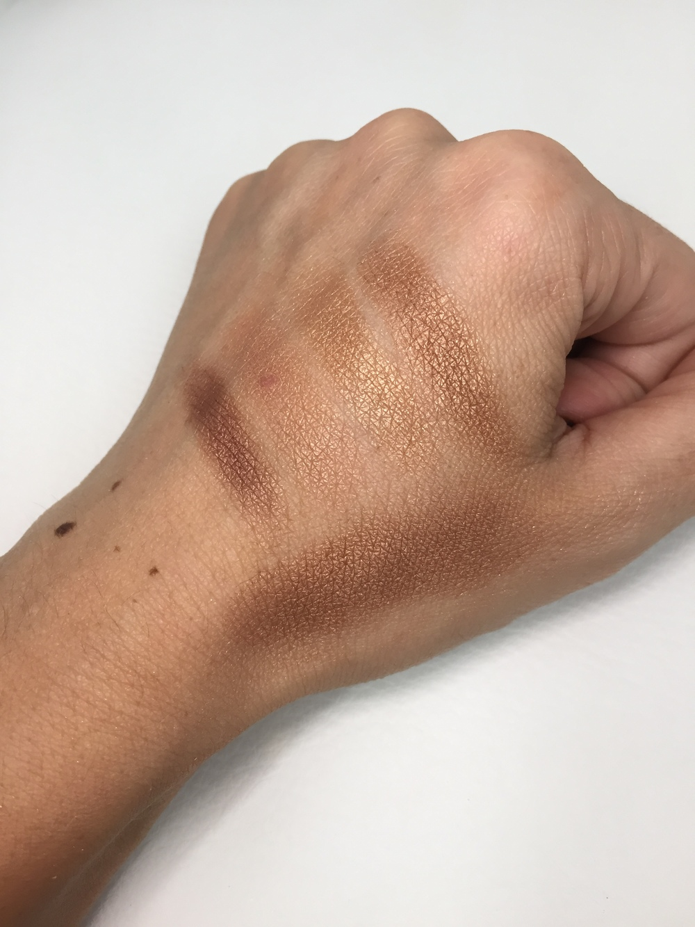 Too Faced The Little Black Book of Bronzers - Beach Bunny Swatch