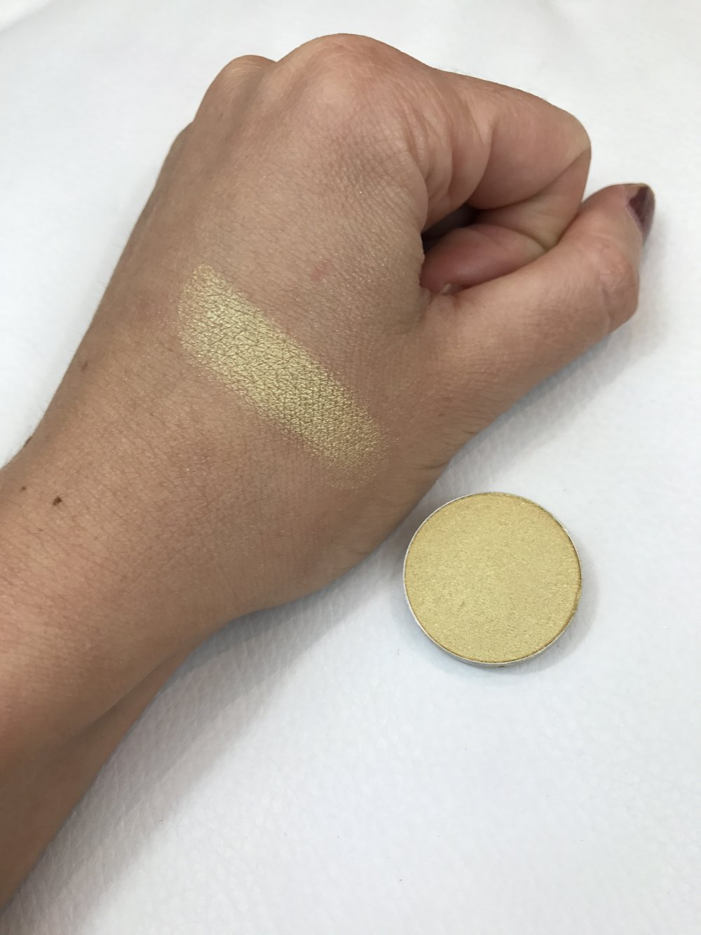 MAC Eyeshadow Gorgeous Gold Swatch