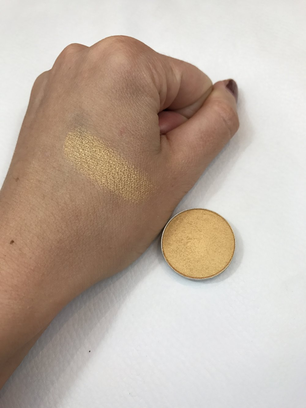 MAC Eyeshadow Goldmine Swatch