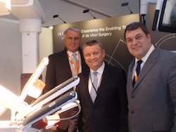 Ed Rozynski (Vice President Intuitive Surgical),Hermann Gröhe (German Minister of Health),Sven Sauermann (Market Access Manager Intuitive Surgical)
