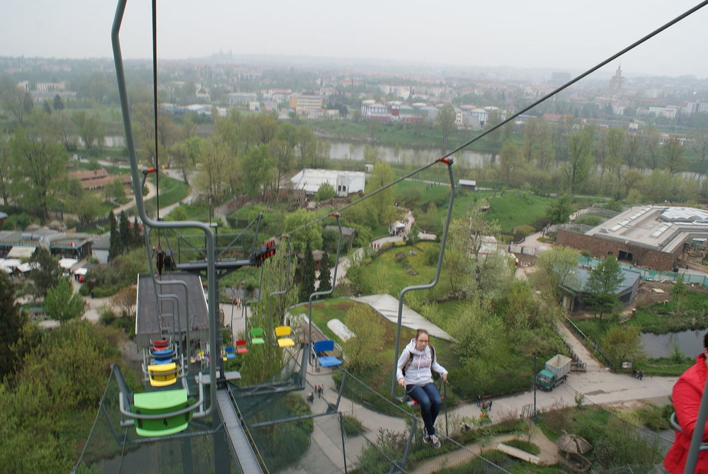 Chairlift_in_Prague_Zoo_02.jpg