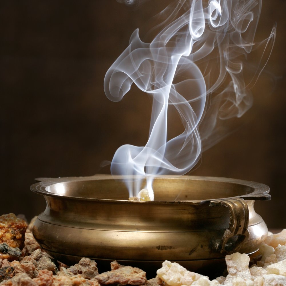 Frankincense & Myrrh – A rich, earthy blend of frankincense, myrrh and a twist of orange bergamot.