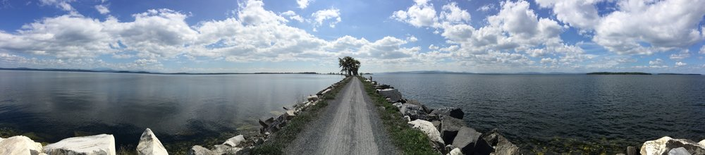 If you're a little bit in shape, rent some bikes and take the Island Line Trail. You will be rewarded with this beautiful scenic road over the lake.