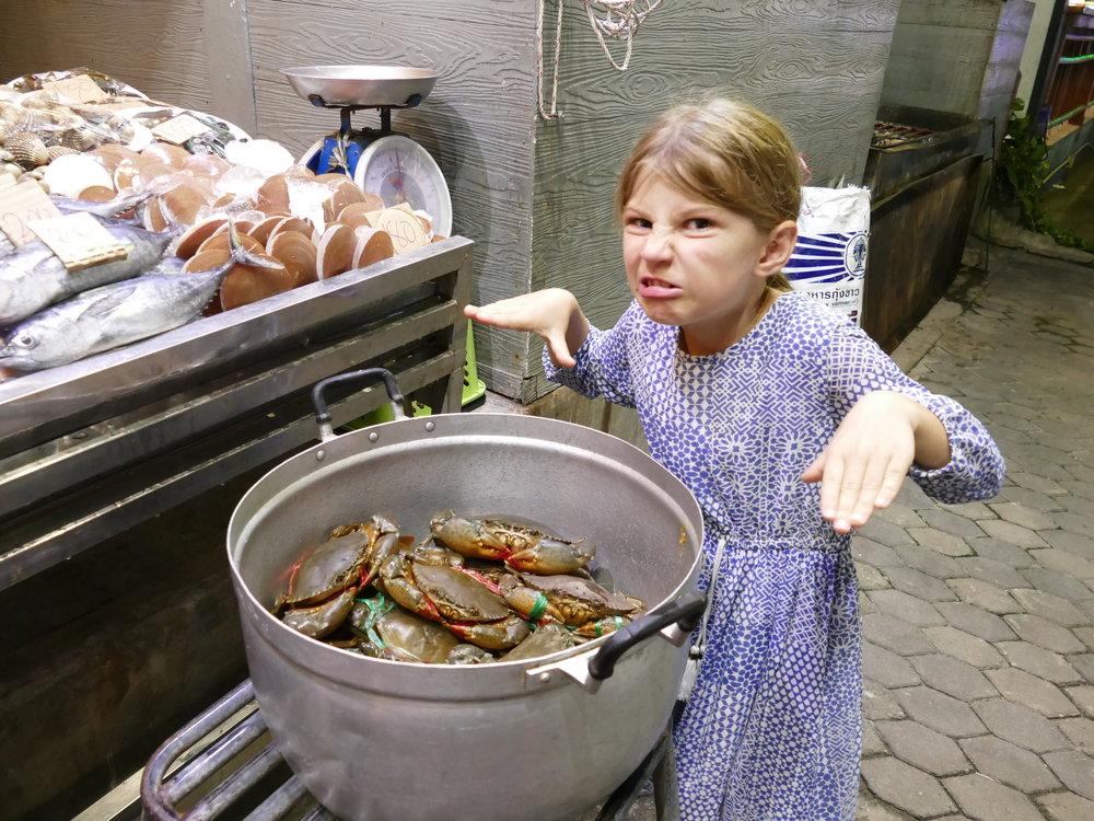 Bon ok, il y a toujours une exception à la règle!!! Loryane en est restée aux frites et épis de maïs!!!