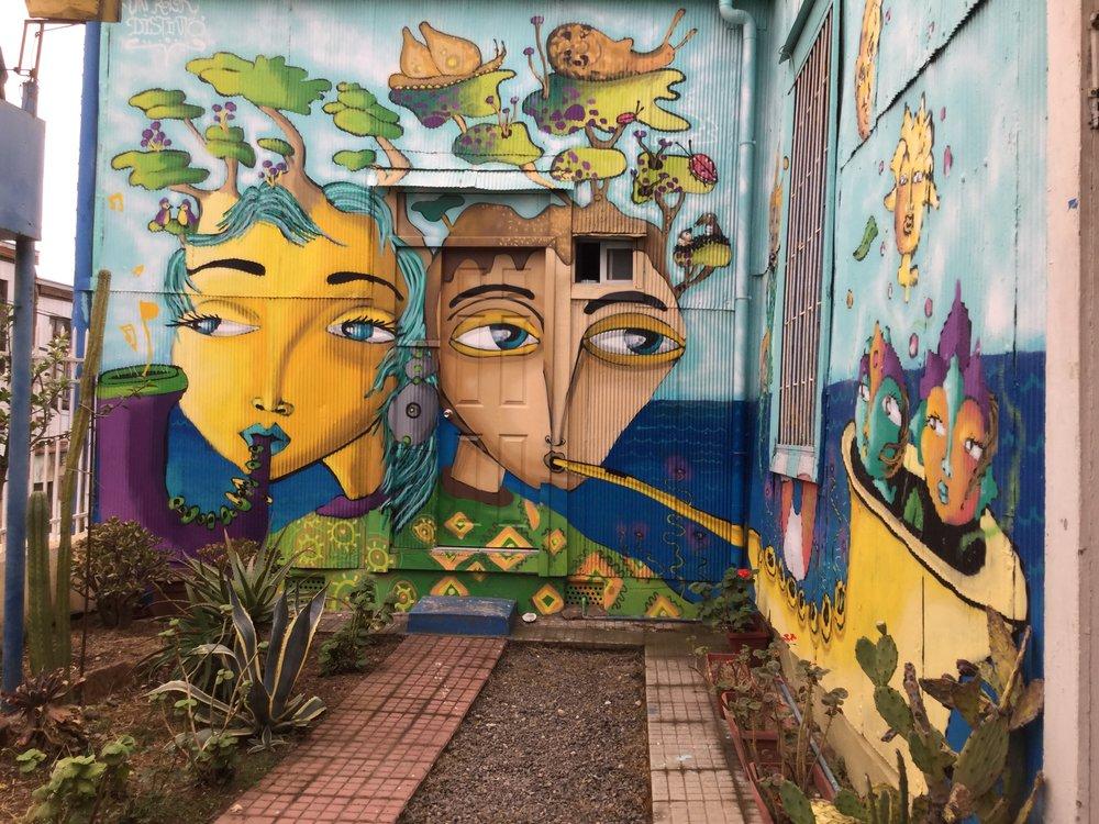 Grafiti réalisé à même les murs de notre  hostal
