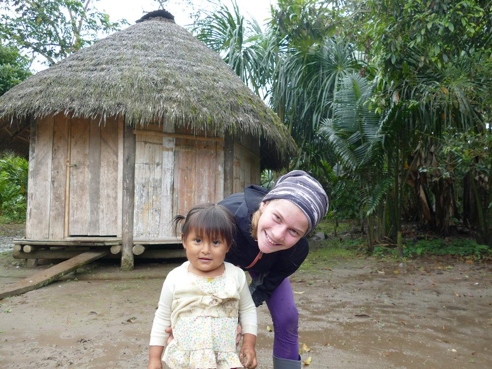 Aurélie s'est bien gâtée avec la petite Abiguael!! Derrière vous remarquez notre cabane pour les 4 prochains jours.
