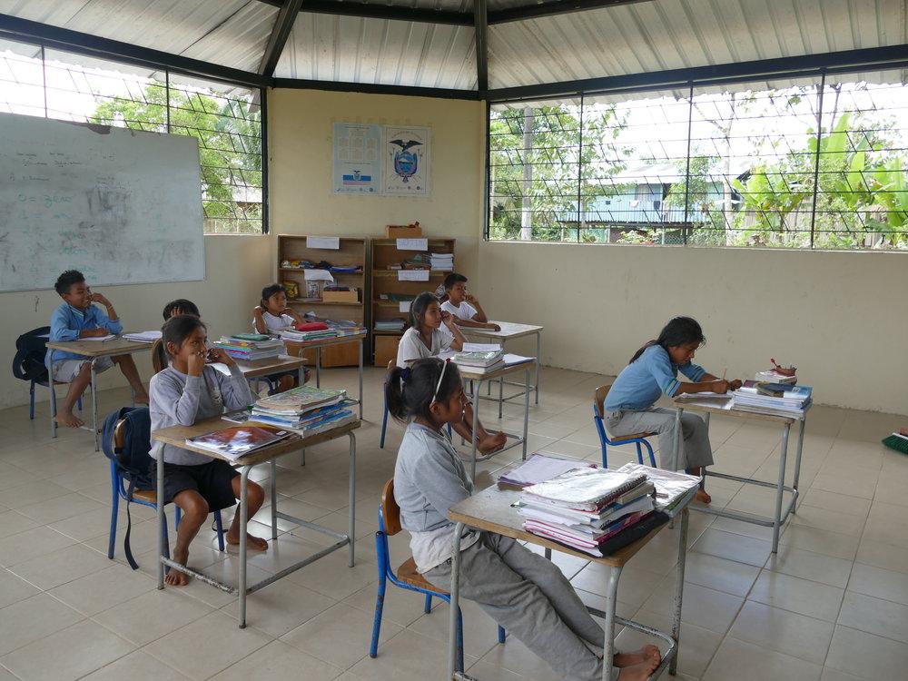 Une toute petite école pour les enfants de la communauté...
