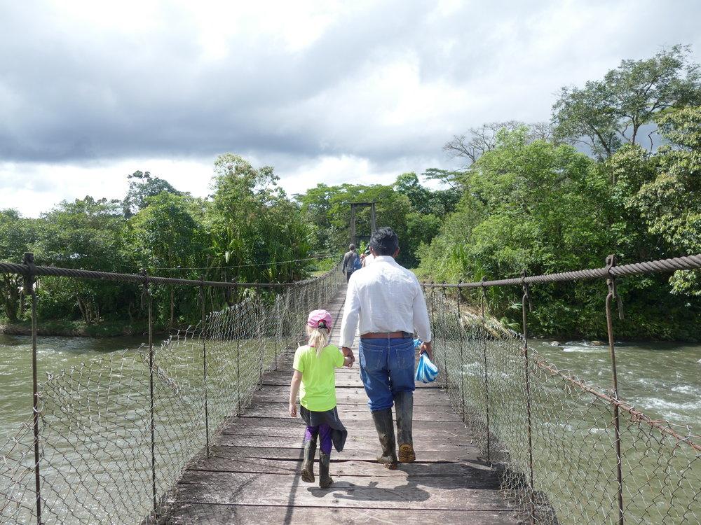 Le chef de la tribu et de la famille, Carlos nous a appris à quel point la forêt est une réelle pharmacie à ciel ouvert.