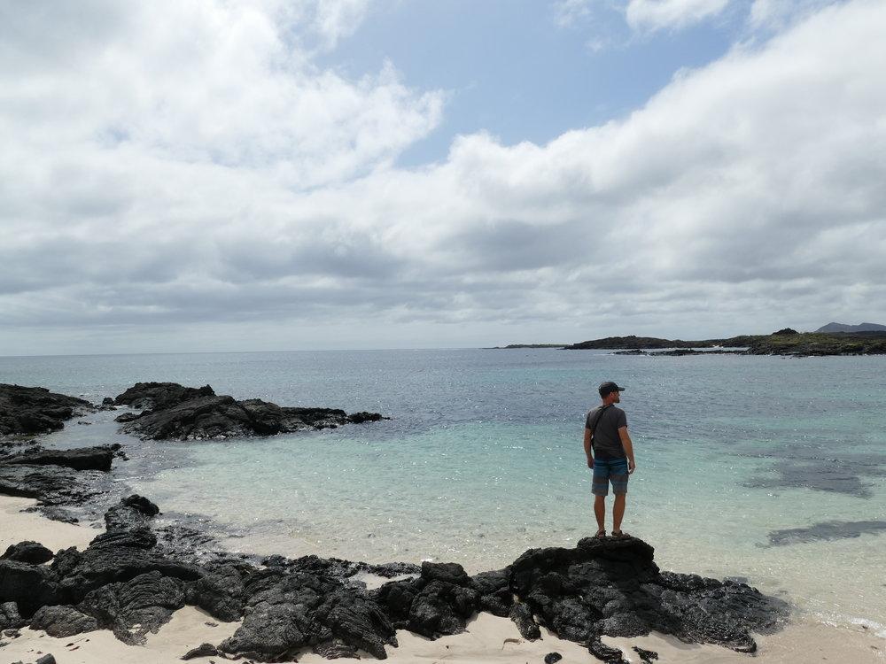 Un dernier regard vers l'océan avant de le quitter pour de bon, après des mois à y vivre tout près. Une nostalgie bien ressentie par toute la famille.