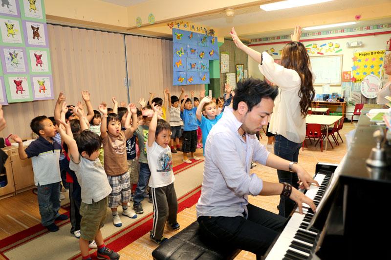 Piano by Gohei Nishikawa: http://gohei.info/