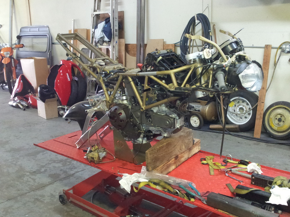 Attaching Engine to Frame Ducati 900SS