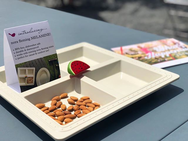 Do you have plans for outdoor entertaining? @norafleming melamine serving platter is perfect for your next party #canvasmarketgoods #norafleming #melamine #outdoors #serving #entertaining #patio