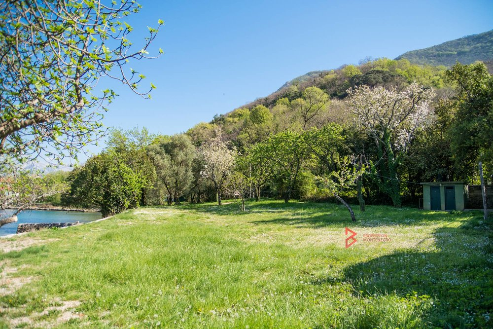 Land for sale in Morinj
